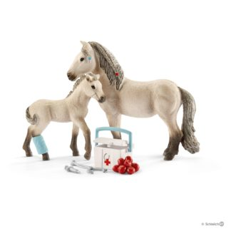 Schleich Hannah's First-Aid Kit Horse Club figure - 42430 | LeVida Toys