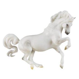 Banks Vanilla, Breyer Traditional (1-9 Scale) Horse Figure | LeVida Toys
