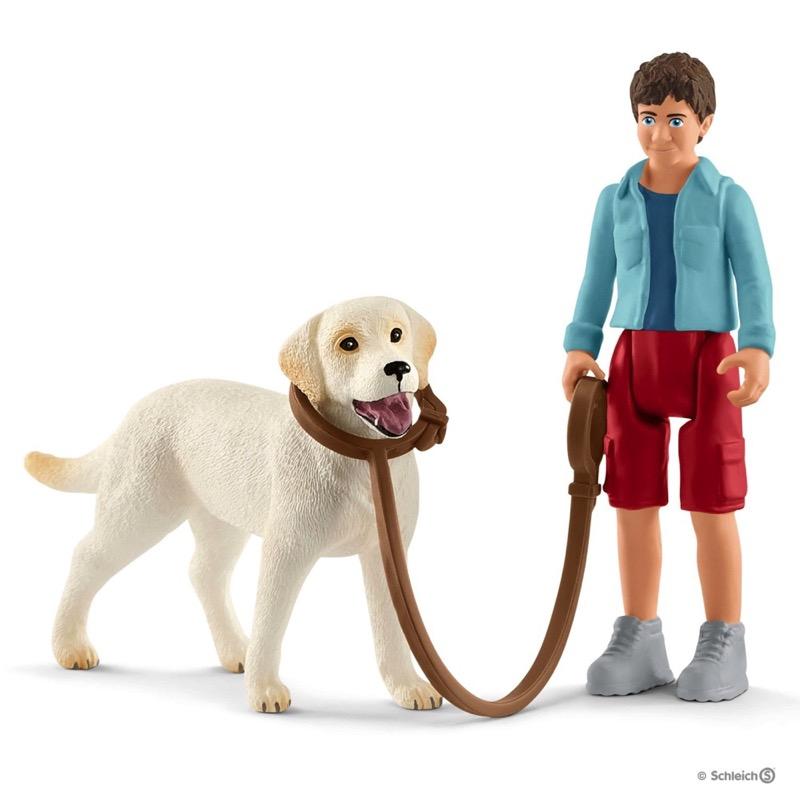 Schleich Farm Life 42478 Walking with Labrador retriever